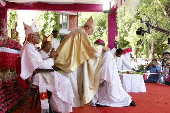 22.Abp Thomas is being given the Paliam