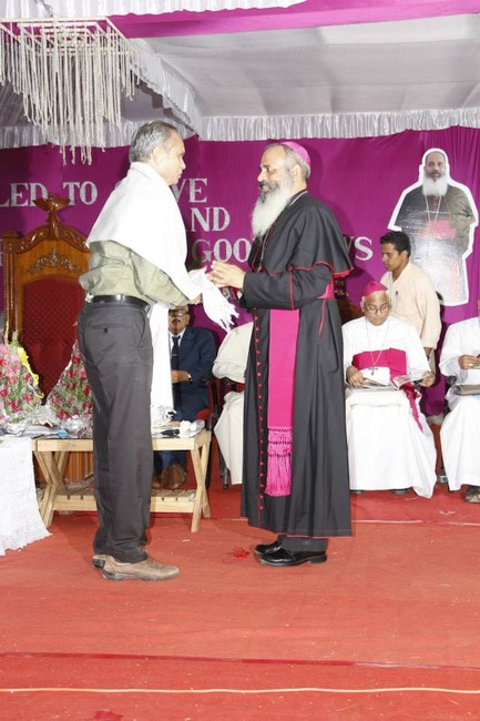 42.official is bing felicitated